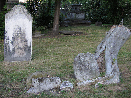 Graves in Stepney churchyard (flickr)