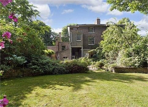 House in Barnsbury Square (via savills.co.uk)
