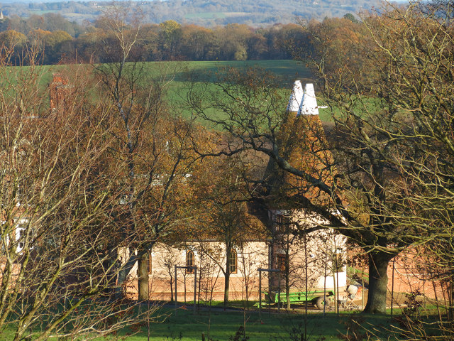 Oast House at Goodsoal Farm, Burwash (via geograph.co.uk)